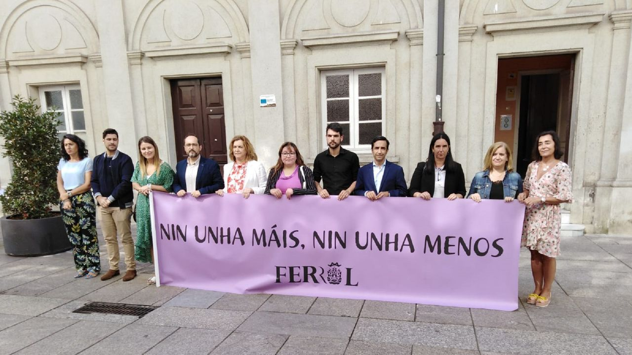 La vivienda de los padres detenidos en Lugo acumulaba gran cantidad de basura.Imagen de archivo de una patrulla de la Policía Nacional