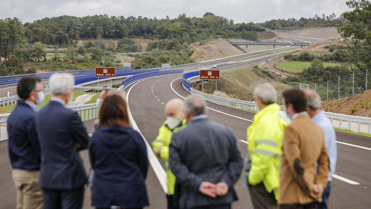 Estas son las ideas seleccionadas para acabar con la niebla en la A-8.Imagen de la inauguración del tramo A Barrela-San Martiño de la autovía Lugo-Ourense