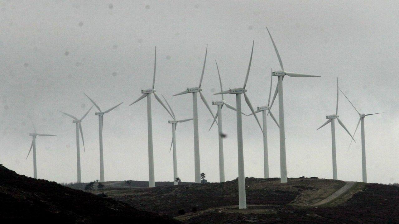 Imagen de uno de los parques eólicos operativos en Ourense