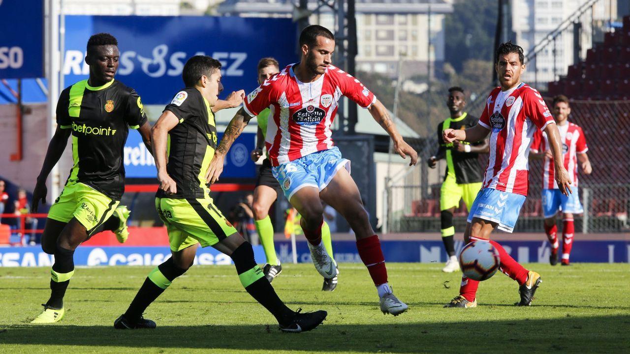 Lazo golpea un balón en el Lugo-Mallorca de la 18/19
