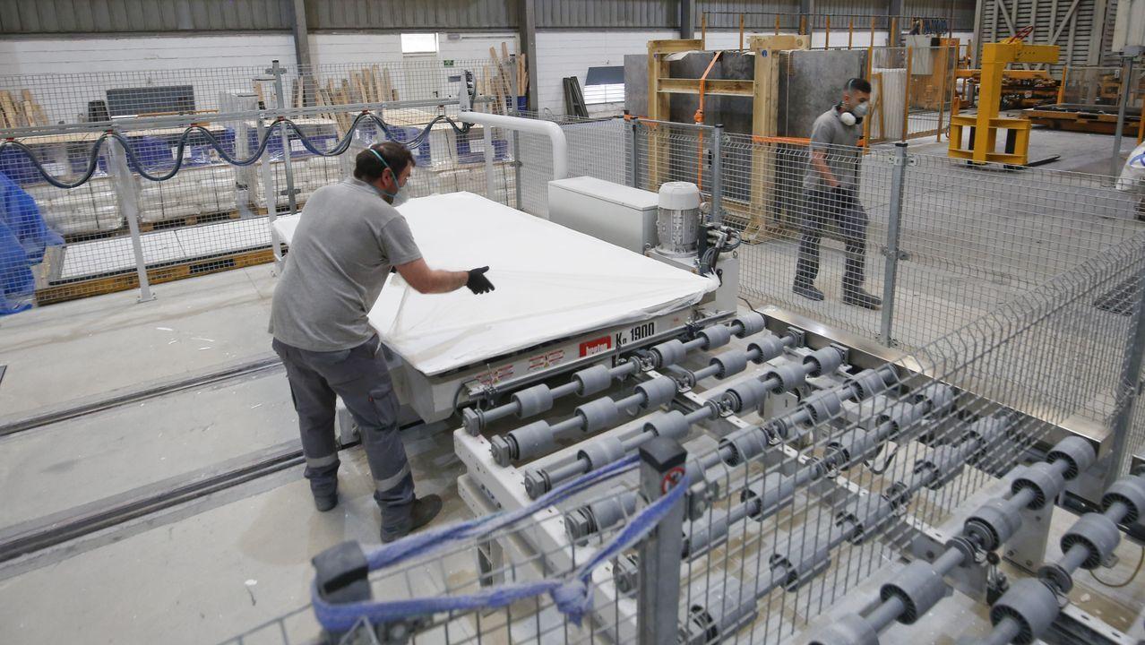 repsol.La planta de aglomerado de piedra tiene en marcha dos líneas de fabricación ininterrumpidamente