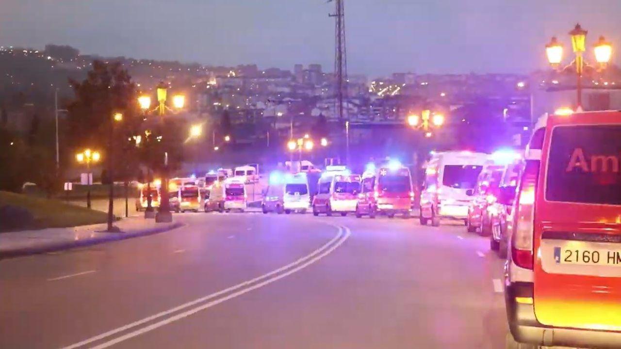Las ambulancias de Transinsa, camino al HUCA para homenajear a los sanitarios