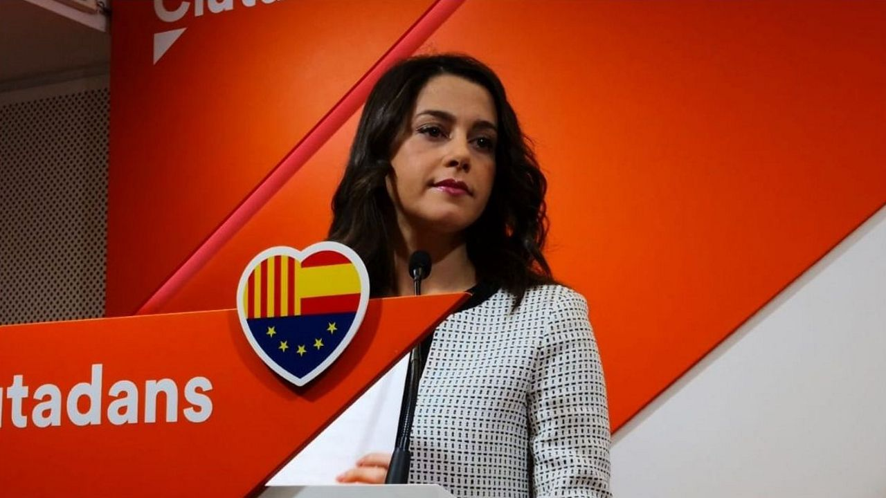La oposición cuestiona los resultados del CIS.Abascal en el vídeo de la Reconquista de Vox, la cerdita Peggy en el del voto útil contra Vox y el anuncio del canal de Podemos en WhatsApp