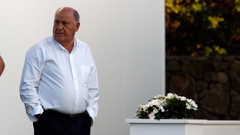 El empresario gallego Amancio Ortega pose una fortuna de 64.500 millones de dólares (57.598 millones de euros). Ocupa la cuarta plaza en la lista de las personas más ricas del planeta.