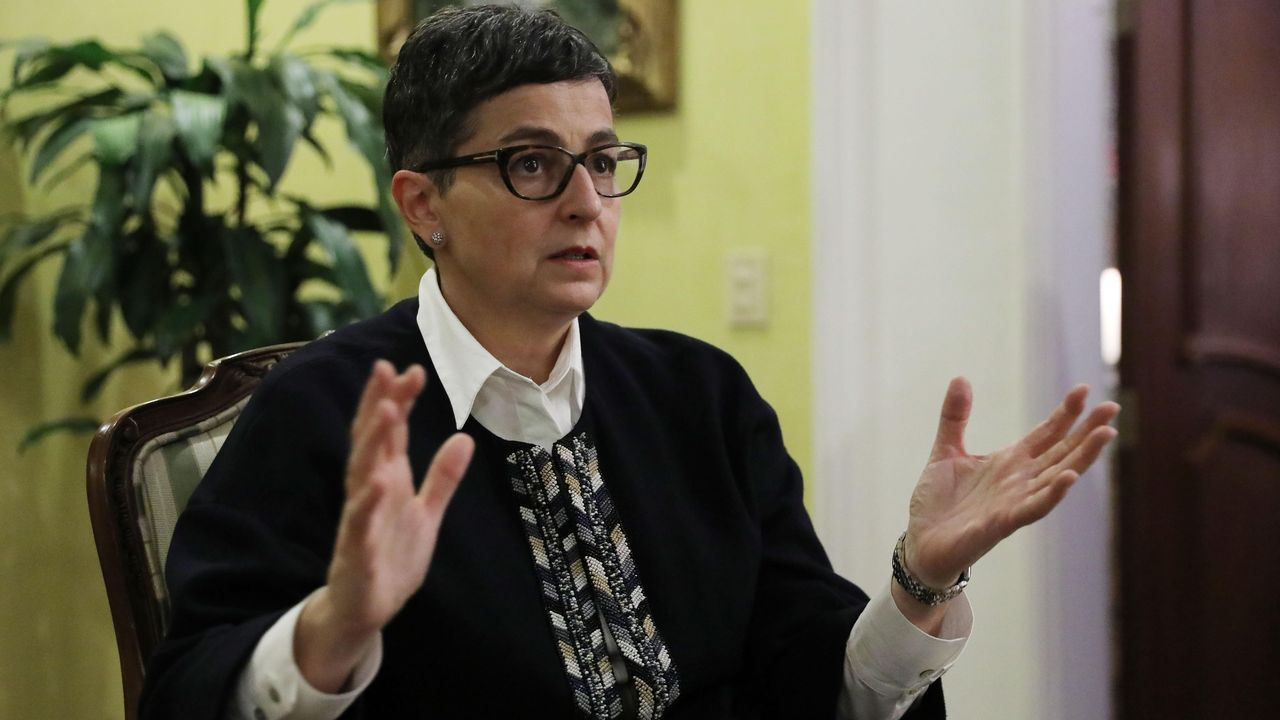 La ministra española de Asuntos Exteriores, Arancha González Laya, durante una entrevista este sábado en Bogotá