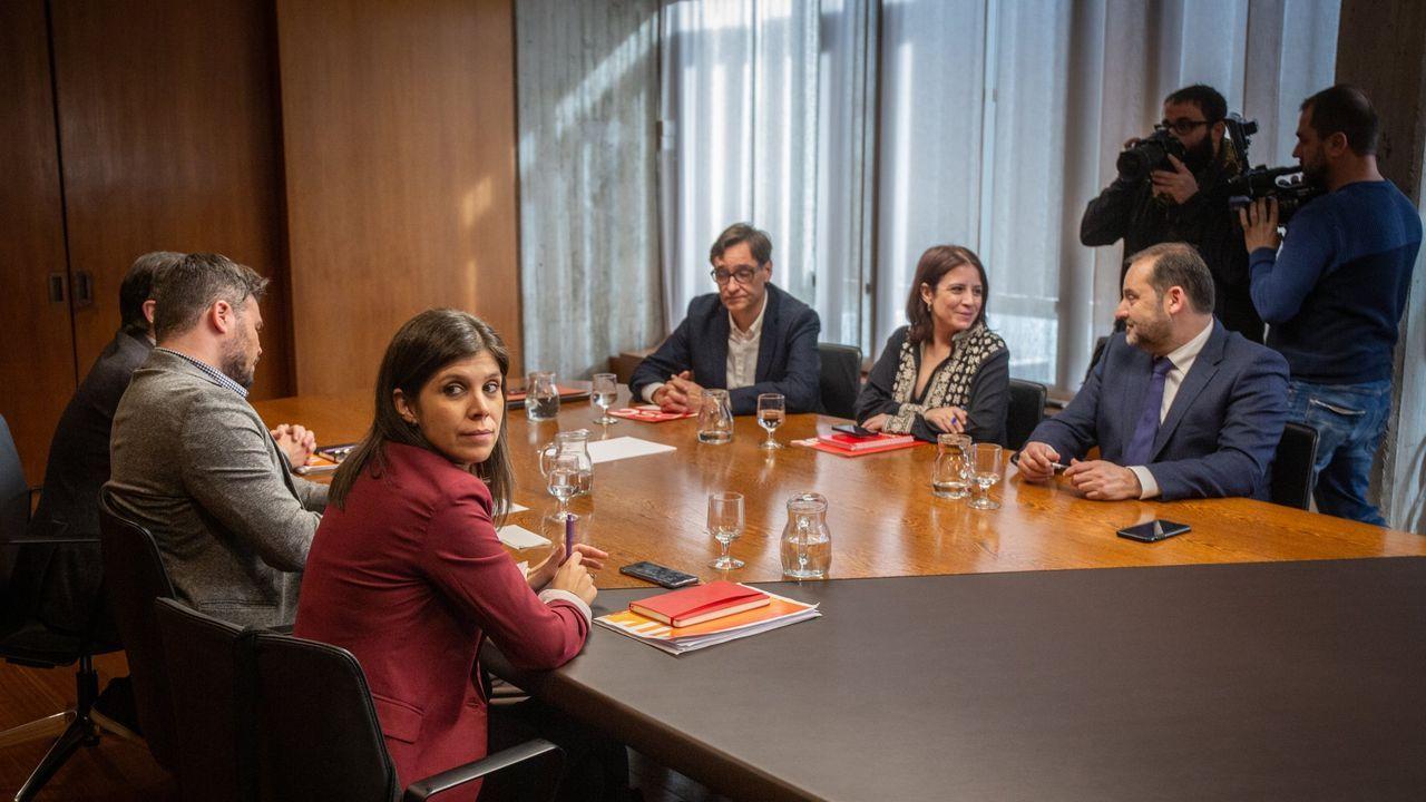 Los socialistas respaldan el acuerdo de investidura con ERC.Pere Aragonès y Quim torra, el sábado, en el pleno del Parlamento de Cataluña