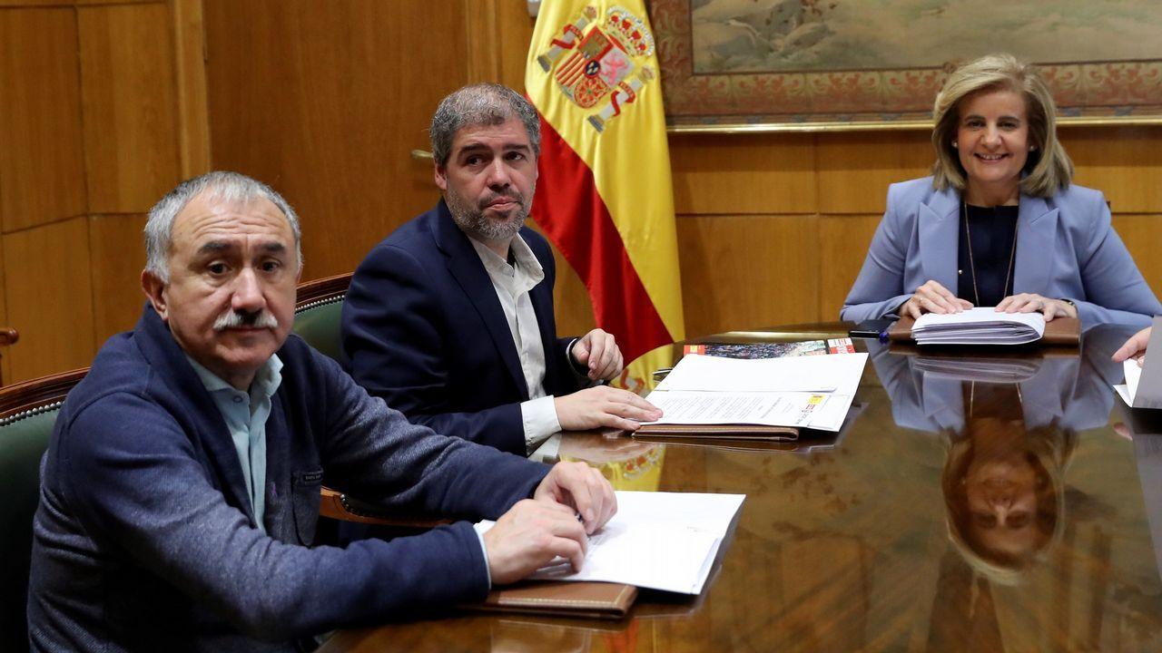Sindicatos y CEOE.Fatima Báñez, con los representantes de CCOO y UGT