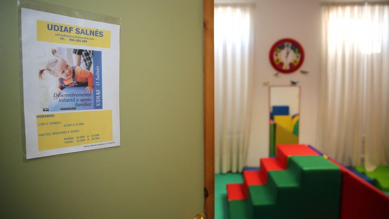 Kevin nos explica que hace en el curso de soldadura de la Mancomunidad.Imagen de la sala de espera de un centro de salud en Arousa.