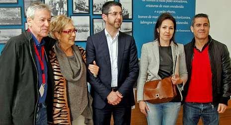 Rosalía Mera y Luis Oujo intervinieron en el encuentro en Porto do Son.