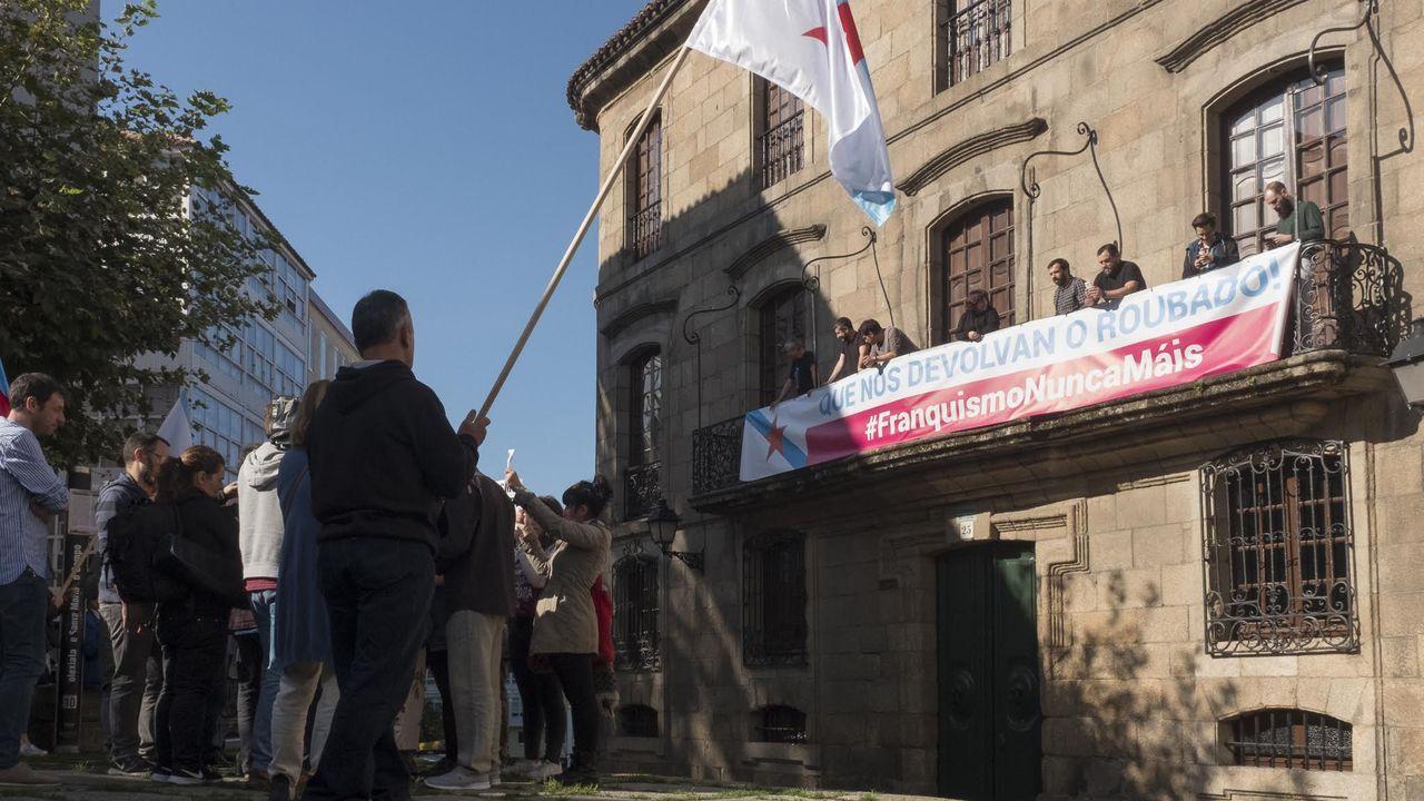 Imagen de la toma simbólica de la casa Cornide, realizada en septiembre del 2017 por militantes nacionalistas
