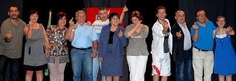 El grupo de adultos de la Escuela de Teatro de Cee, que dirige Artur Trillo, presentó la comedia «Mala hostia!».