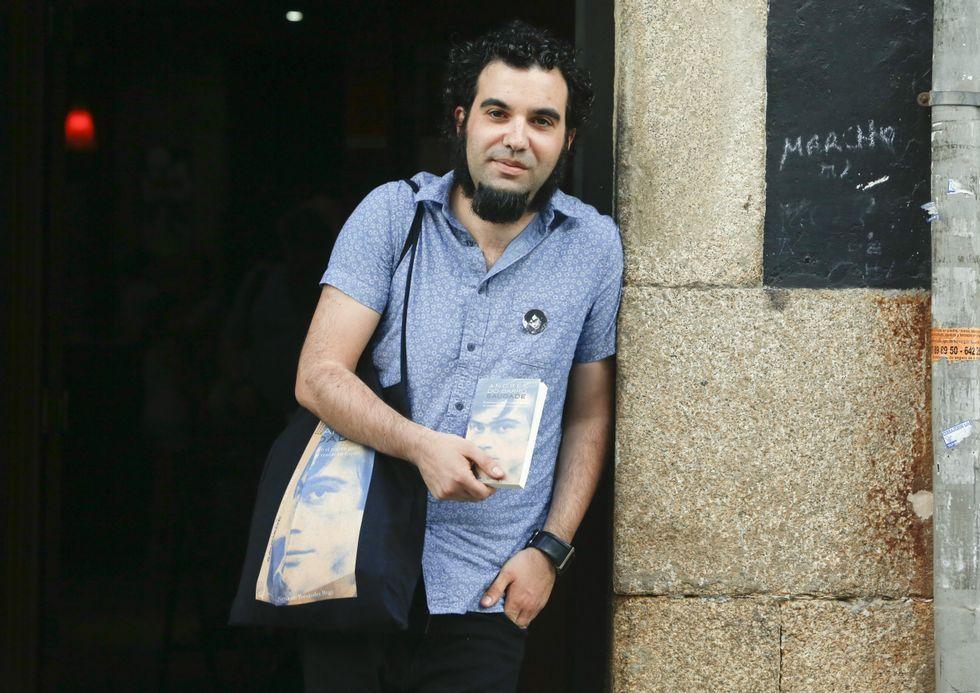 Fernando Fernández con su nuevo libro.