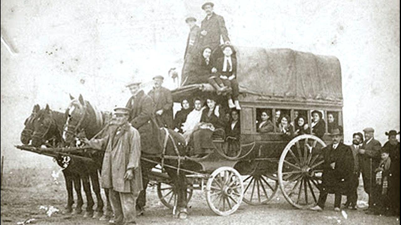 Un carruaje de la compañía Diligencias del Poniente de España, que hacía el trayecto entre Oviedo y Madrid en el siglo XIX