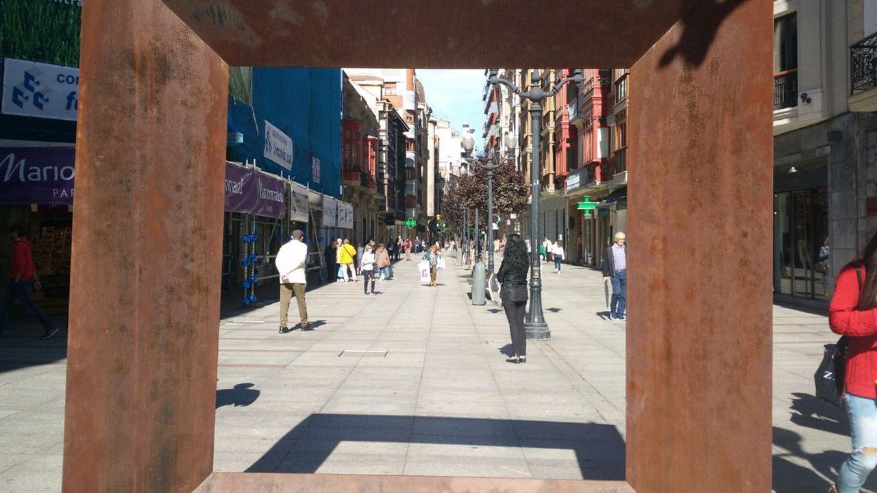 Pisos en Gijón.Comercios en la calle Corrida de Gijón.