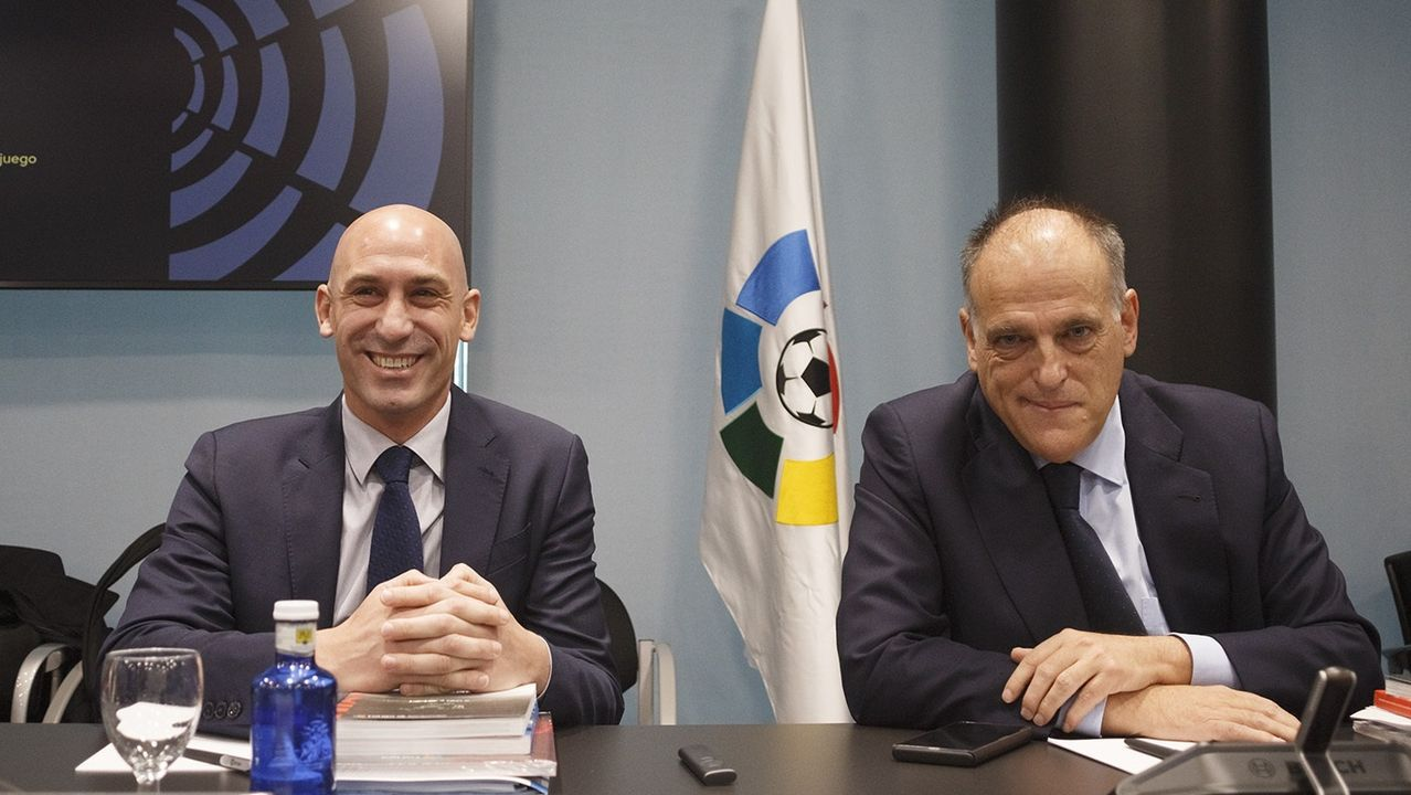 Hector Nespral Mikel Merino Real Oviedo Osasuna Carlos Tartiere Horizontal.Jonathan Vila celeba un gol con Linares