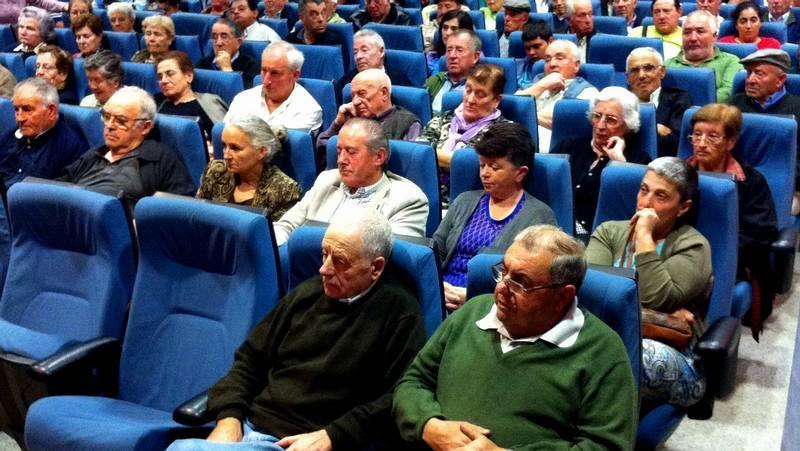 «Pata negra» del PP e íntima de los Aznar.García y Varela presentaron el Campamento de Nadal lalinense.