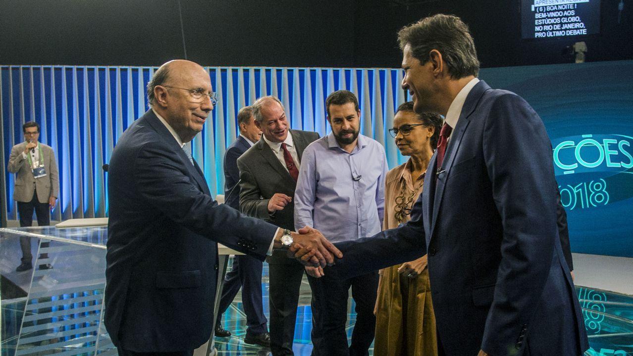 EN DIRECTO:Juan Guaidóaparece en públicotras su autoproclamación como presidente.Meireles (izquierda) saluda a Haddad en presencia del resto de aspirantes, excepto Bolsonaro