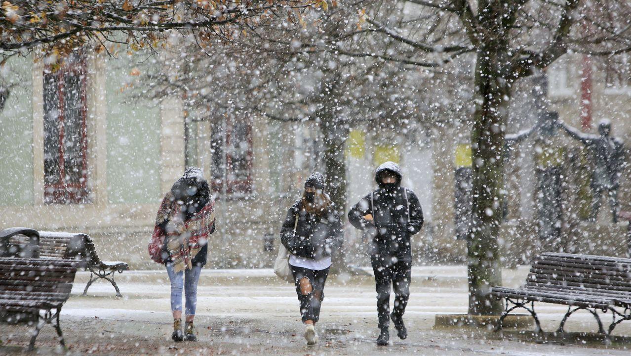 La nieve cayó, con fuerza en ocasiones, en el centro de Lugo