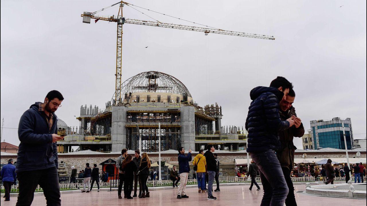Asi quedó la casa tras el impacto del petrolero.Pamuk lamentó que la Unión Europea todavía no le haya abierto sus puertas a Turquía