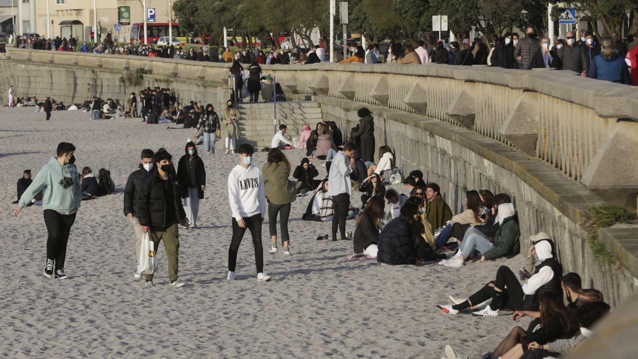 Las terrazas son para los sábados en A Coruña.Control con agentes de Mugardos