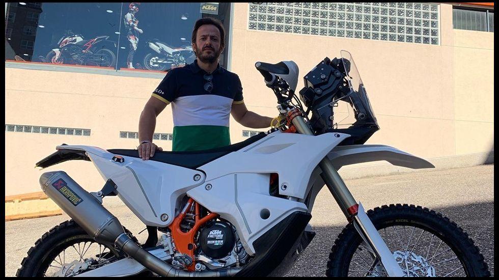 El monfortino Eduardo Iglesias se encuentra con Fernando Alonso en el desierto.Alex Márquez celebra el título
