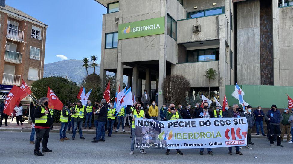Ésta es la mina de pizarra más grande del mundo y está en Valdeorras.Concentración ante el COC de Iberdrola en A Rúa