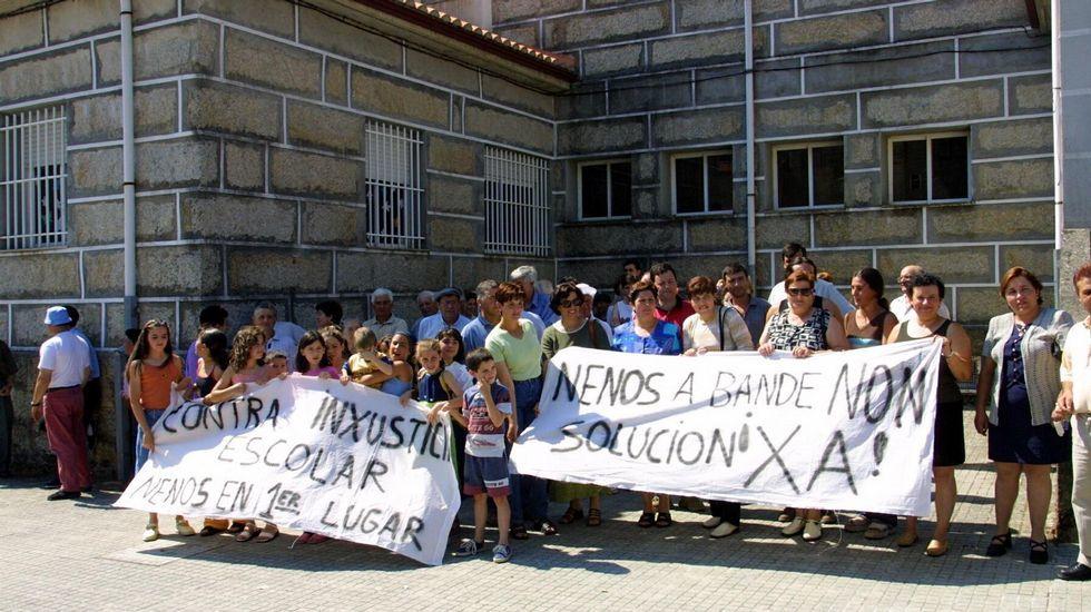 En 2001 hubo nuevas protestas, esta vez por el traslado a Bande tras la creación de la ESO