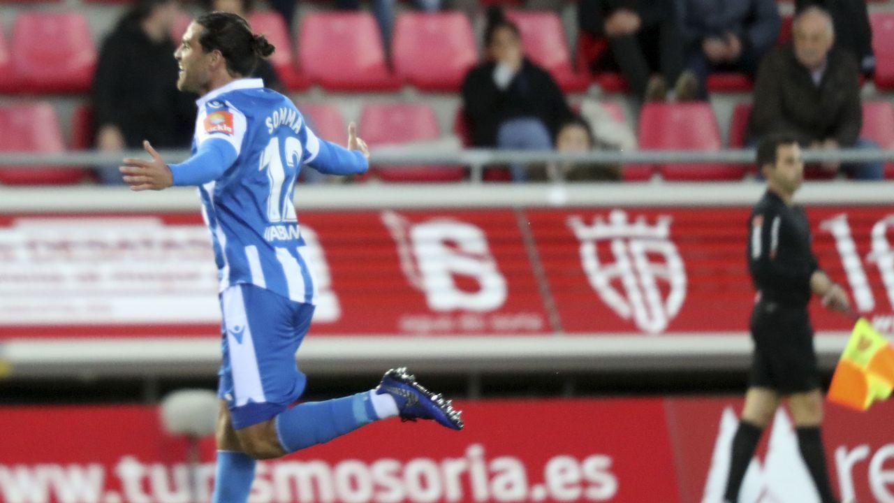 Saul Berjon Inigo Perez Numancia Real Oviedo Los Pajaritos.Saul Berjon, en una accion con Iñigo Perez y Saul