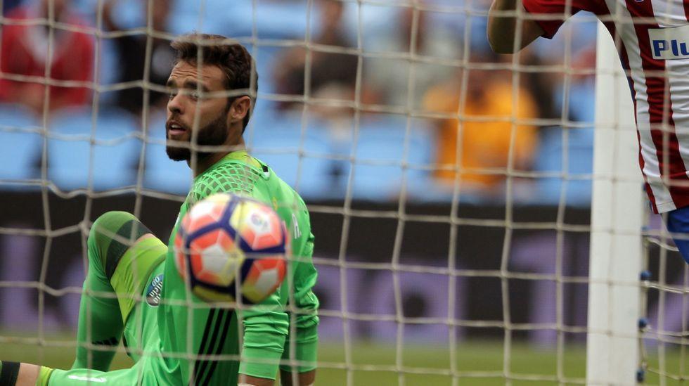 Tucu Hernández 6.Sergio Álvarez 5. No tuvo el problema de juego de pies del Bernabéu y poco tuvo que decir en los goles.
