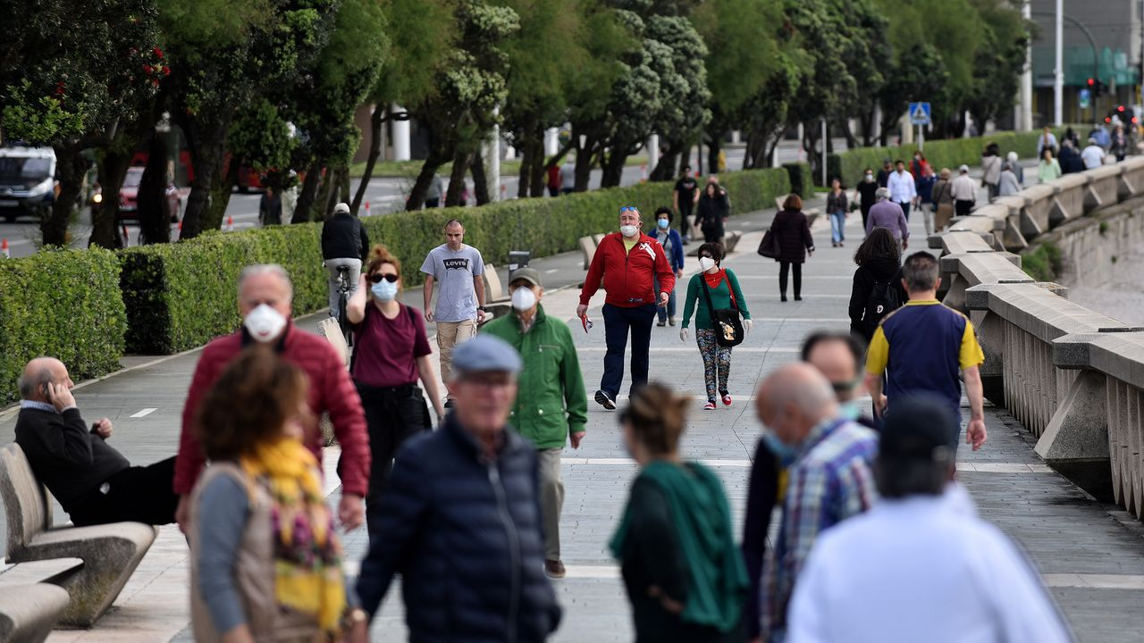 En A Coruña, en la zona de los Cantones también se habilitó un carril para los peatones