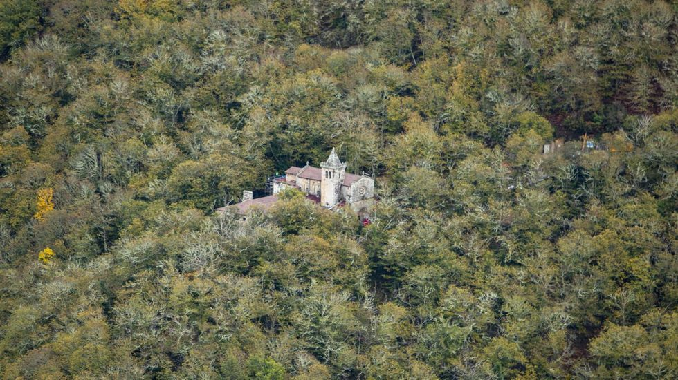 El Mosteiro de Santa Cristina visto desde el mirador de O Boqueiriño