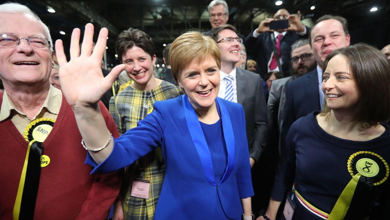 La fuerte victoria del partido de Nicola Sturgeon ha llevado a su líder a pedir ya que le permitan celebrar otro referendo de independencia.