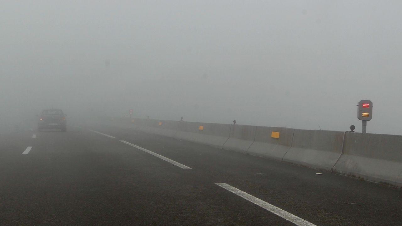 El Gobierno prueba en la A-8 en O Fiouco el sistema de balizas inteligentes contra la niebla