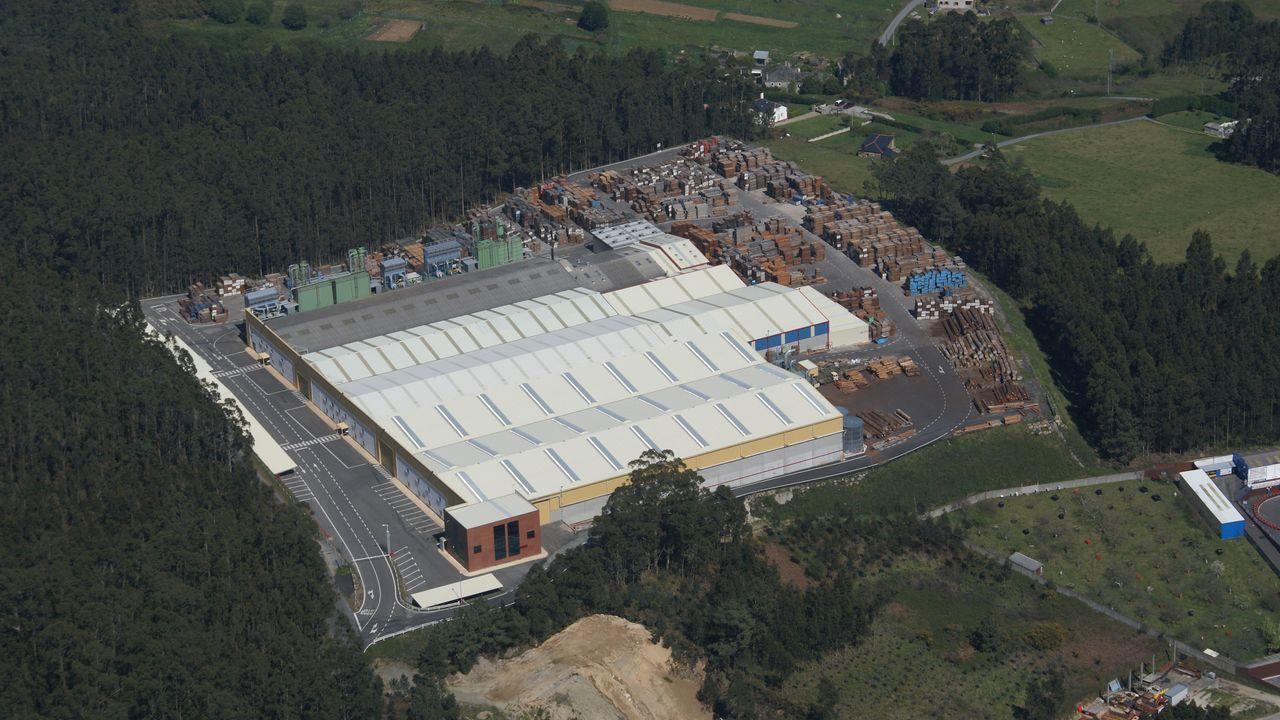 Vista aérea del complejo industrial de Maderas López Pigueiras en A Patarroa, cuya superficie es de 50.000 metros cuadrados, de los que 17.000 son naves