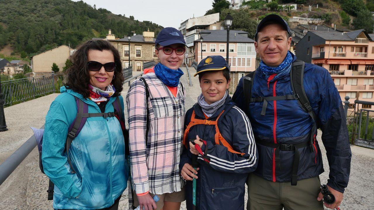 A esta familia de Granada, que hace unida el Camino, la vimos antes de arrancar esta etapa número 13