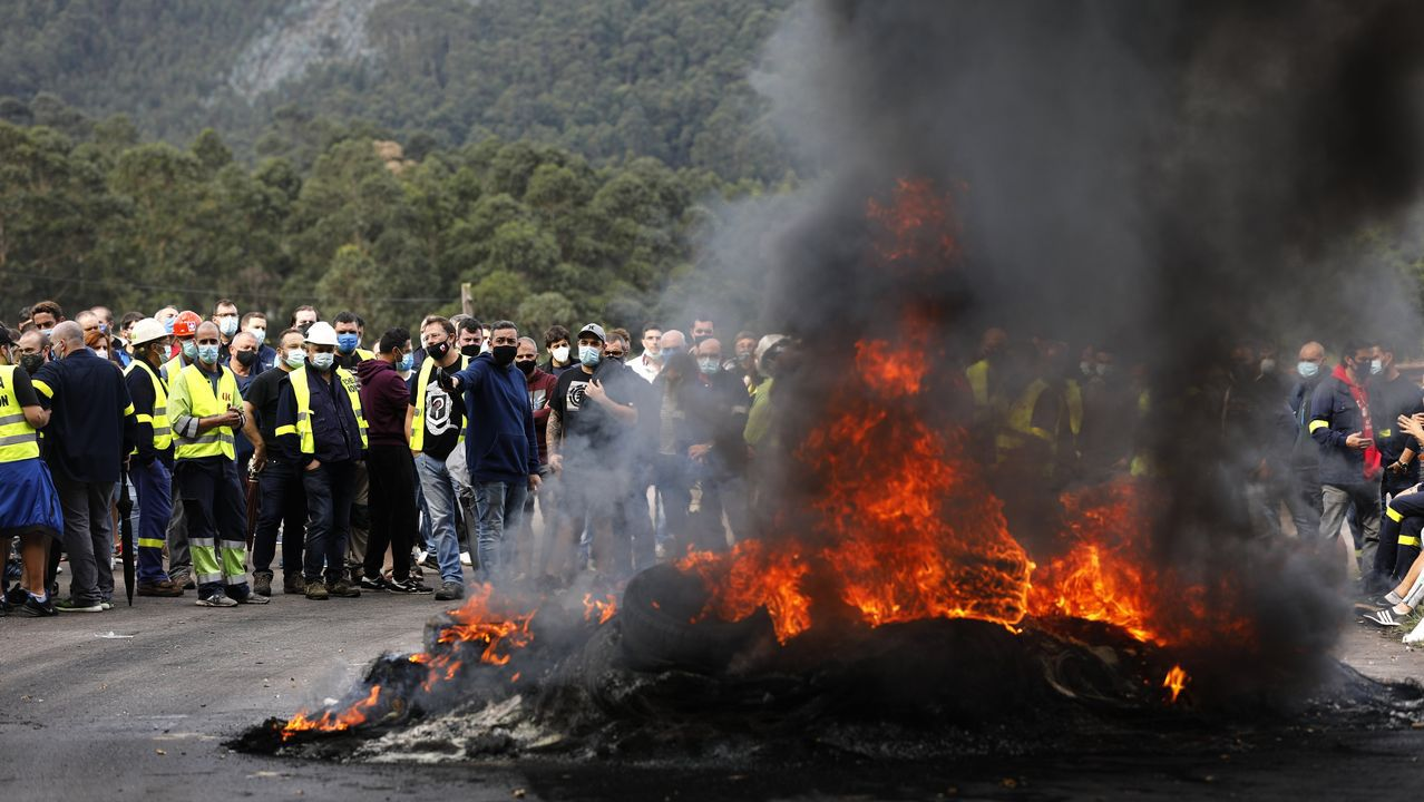 Vídeo del comité de Alcoa tras la ruptura de la negociación en Nigrán.Imagen tomada durante una manifestación celebrada en Burela para rechazar los 534 despidos anunciados por Alcoa para la fábrica de San Cibrao