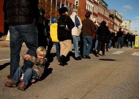 En Maine se formó una cola de 14.000 personas para asistir a un mitin de Obama.