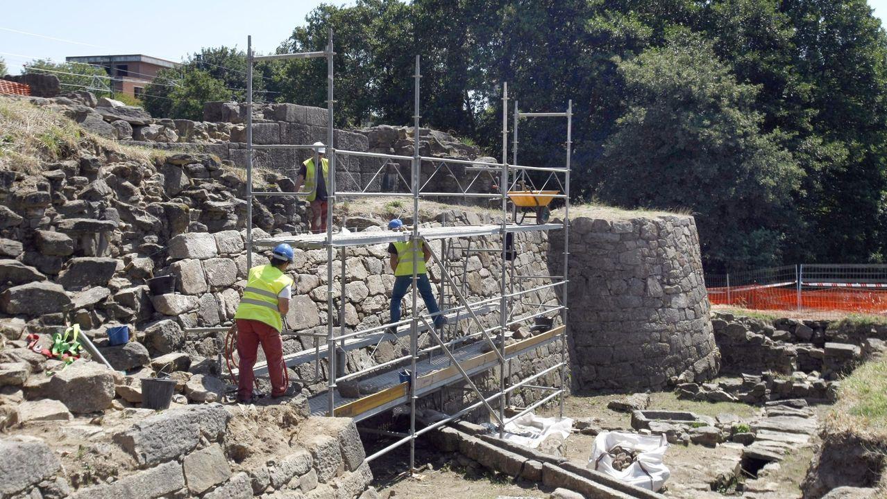 Vistas da escavación do castelo de Rocha Forte, en Santiago