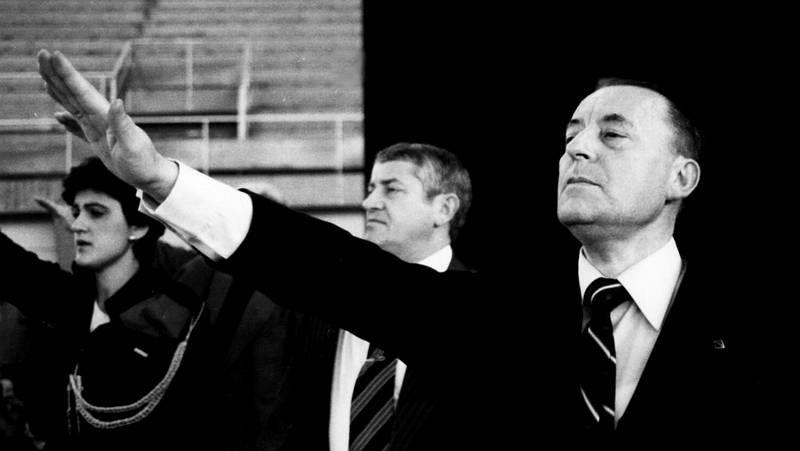César Strawberry, vocalista de Def Con Dos, declara ante la Audiencia Nacional.El ex coordinador federal de IU Julio Anguita definió la situación de España como «de postración extrema»