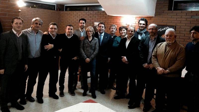 Varios regidores de la zona barbanzana visitaron el estand de  Neria.