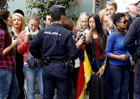 Luis Enrique descarta refuerzos.Las fans de los jugadores alemanes en la puerta del hotel.