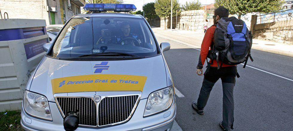 El éxito de la campaña con el radar prestado por Tráfico (en la imagen) ha llevado al Concello a plantearse la compra de uno.