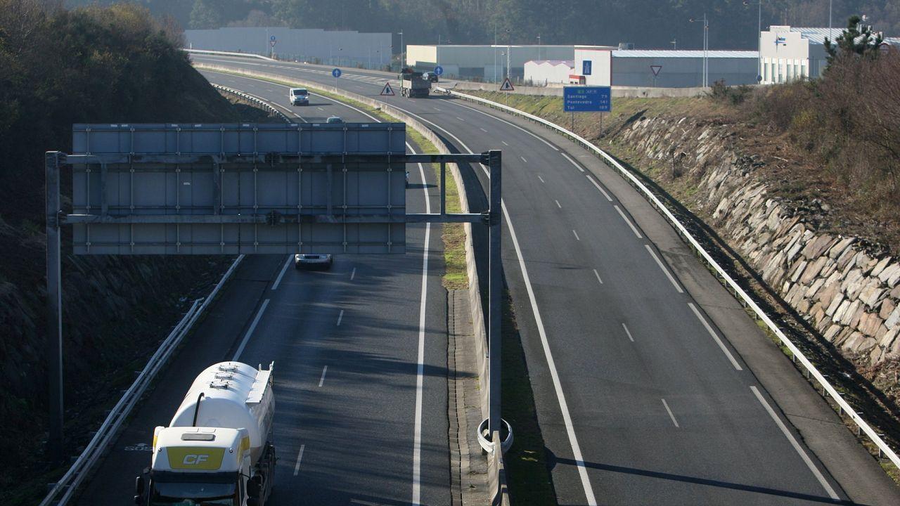 Así es la nueva plataforma logística de Froiz en el polígono de Barro.José Luis Ábalos, ministro de Transportes