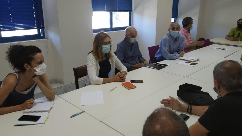 Katy Varela, a la izquierda, en una reunión del PP con ferroviarios