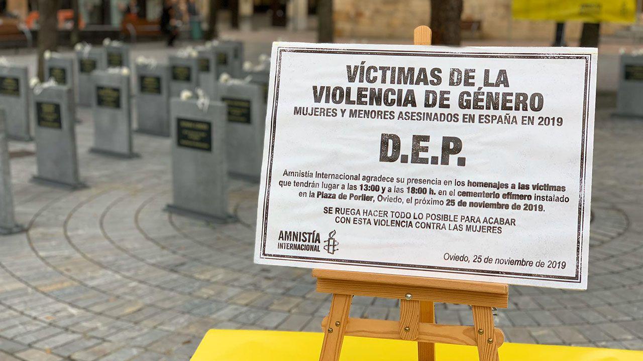 Jose Andrésagradece el 41 Premio por la Paz recibido.Cementerio efímero instalado en la plaza de Porlier en Oviedo con lápidas que recogen los nombres de las mujeres y niños que han sido víctimas de la violencia de género en España en 2019