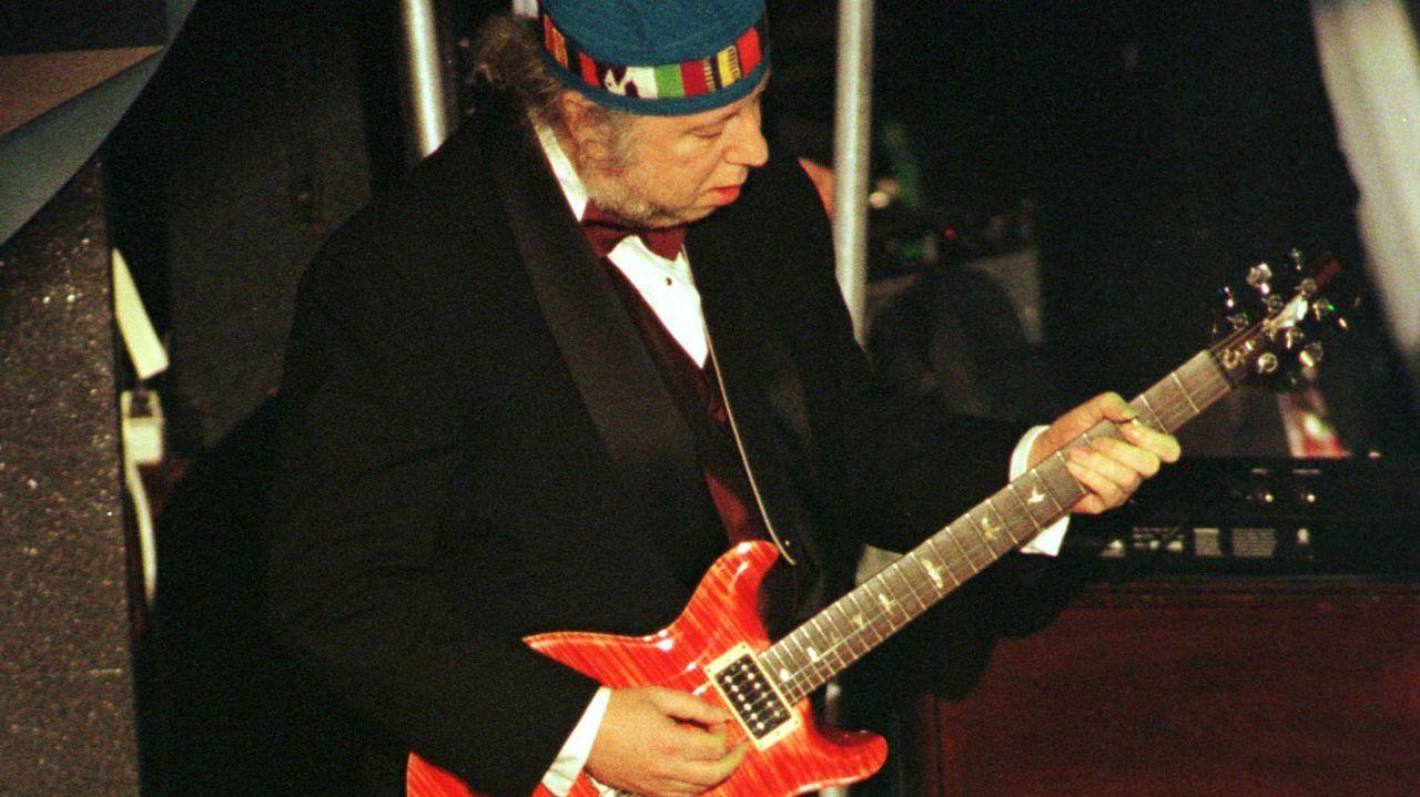 Peter Green, en una actuación de 1998