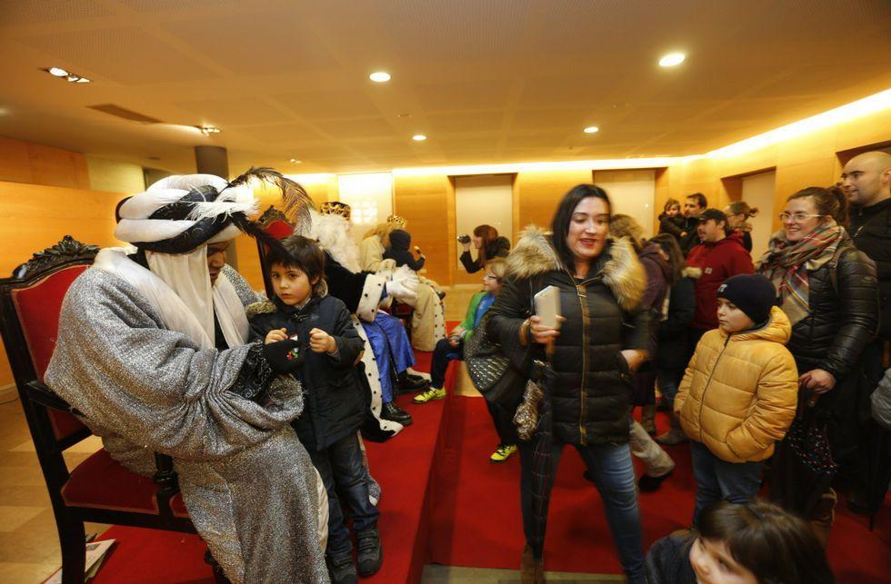 Los Dinosaurios acompañarán a los Reyes en Vigo.VALLADO COLOCADO ESTA MAÑANA