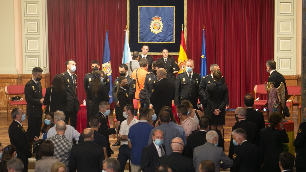 Un poco de baile en O Porriño para sacudir el estrés de la selectividad.Graduación de la XXXIV promoción de la Policia Nacional en el Circulo de las Artes