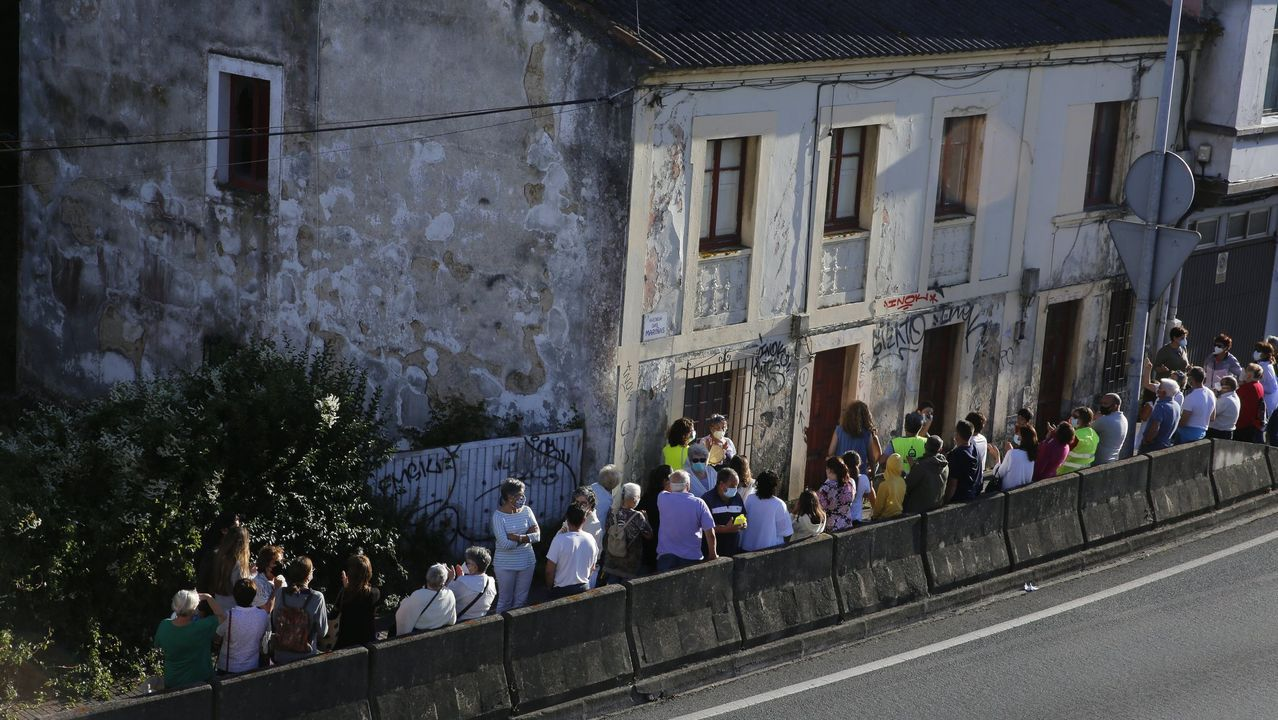 El escritor Xosé Carlos Caneiro recuerda las fotos que sacaba a su familia en la playa