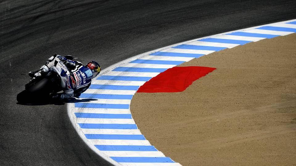 La patada de Valentino Rossi a Marc Márquez.En primer término, la maqueta del circuito en el acto de presentación celebrado en el Círculo Mercantil.